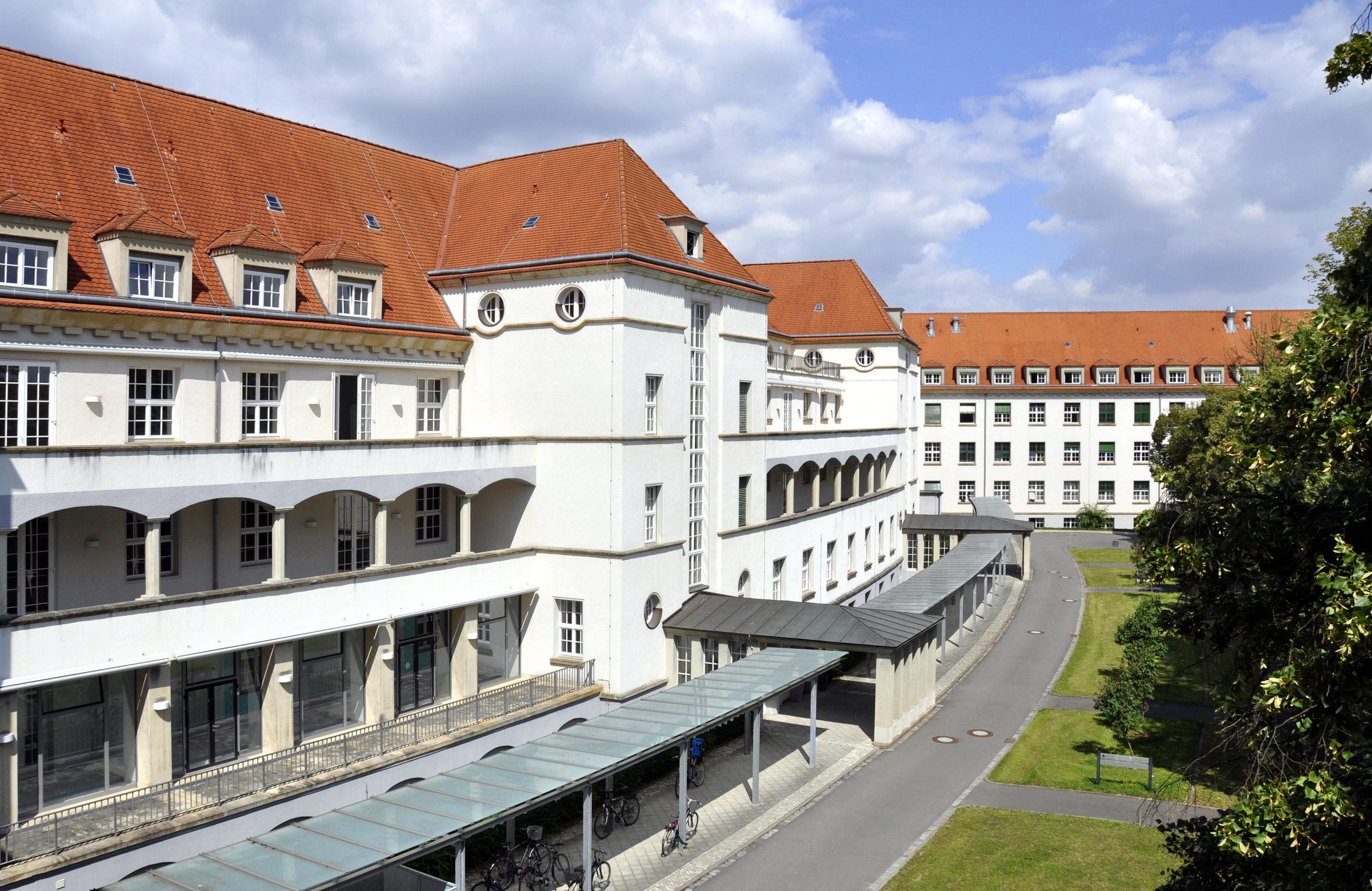 Hôpital au toit rouge